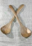 Löffel aus Holz, handgeschnitzt